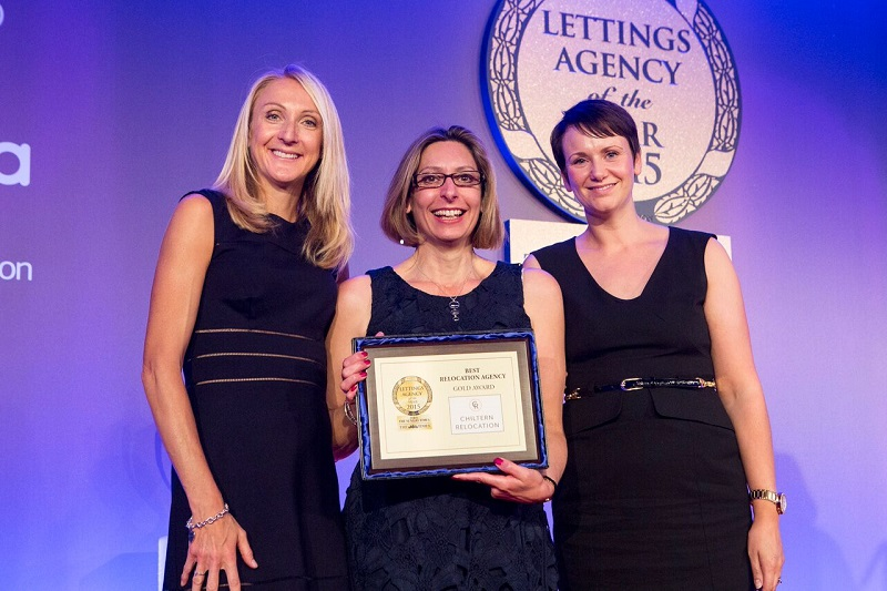 Sharon Hewitt Paula Radcliff with Sunday Times award 2015
