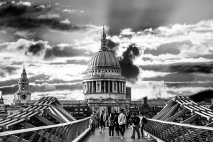 st pauls cathedral in black and white from bridge